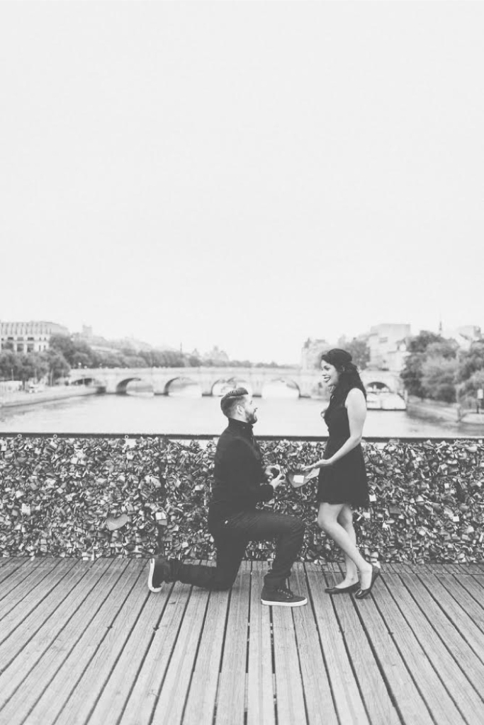 love-lock-bridge-marriage-proposal-in-paris (1)